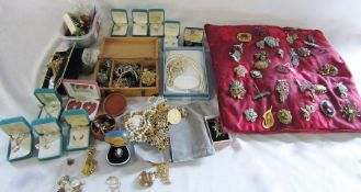Large quantity of costume jewellery and brooches