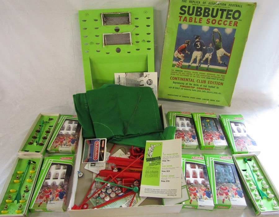 Lot 22 - Subbuteo table soccer 'club edition' together with additional boxed scale players (af)