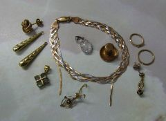 Assorted scrap 9ct gold and yellow metal total weight 9.6 g