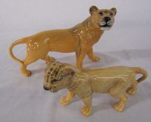 Beswick Lioness L 23 cm and cub L 18 cm
