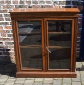 Late 19th / early 20th century oak display bookcase with bevelled glass H 117cm W 107cm