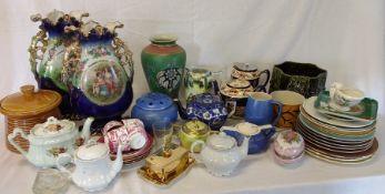 2 boxes of decorative ceramics