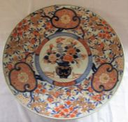 Large Meiji period Imari pattern charger with central plaque depicting a vase of flowers D 46 cm
