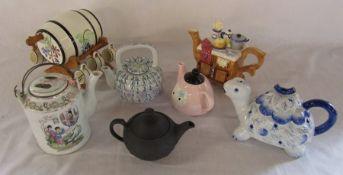 Various novelty teapots inc Wedgwood basalt