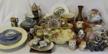 Selection of miscellaneous ceramics & 2 Wedgwood meat plates (2 boxes)