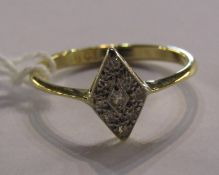 Modern 18ct gold and diamond chip ring 2.1g size N