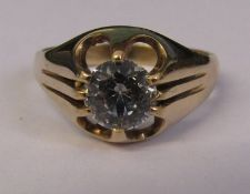 9ct gold ring with spinel stone size P/Q total weight 3.8 g
