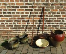 Coaching horn, copper bed warming pan, pair of brass jardinieres, terracotta bowl etc