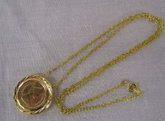 Gold quartersovereign - Elizabeth II 1979, mounted on a gold effect chain