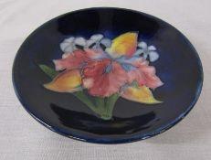 Moorcroft orchid pattern pedestal pin dish, cobalt blue background D 11 cm H 3 cm