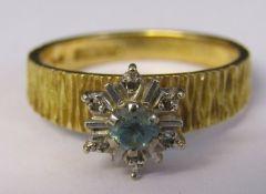 18ct gold diamond chip and aquamarine ring size M weight 4.1 g