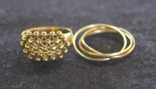 2 9ct gold rings (one a triple ring) total weight 5.2g