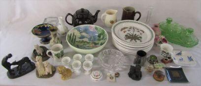 2 boxes of ceramics and glassware etc inc Wedgwood, Portmeirion, Border Fine Arts etc (some plates