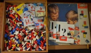 Quantity of vintage Lego with instruction manuals (AF)