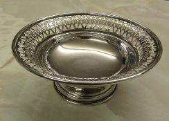 Silver pedestal bowl Birmingham 1965 weight 3.64 ozt D 13 cm H 5 cm