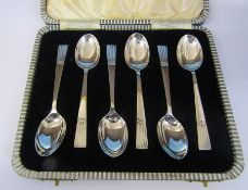 Cased set of 6 silver teaspoons Sheffield 1940 weight 2.12 ozt