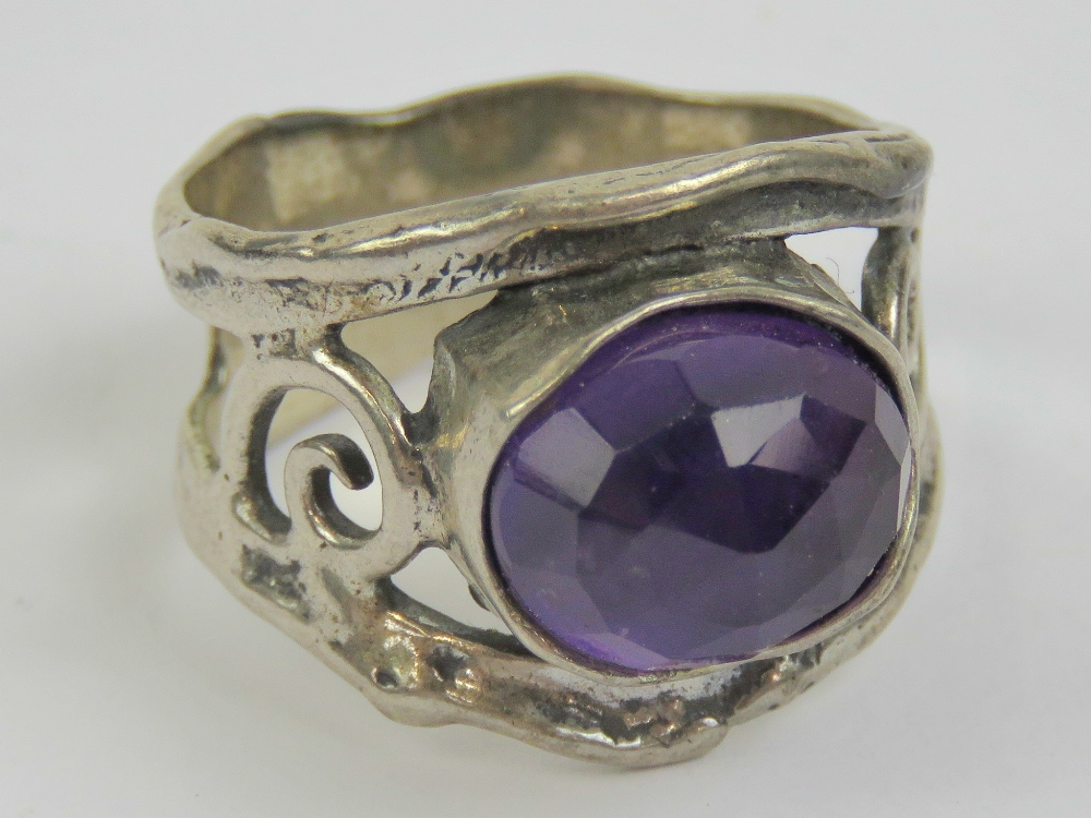 Lot 116 - A silver and amethyst ring, the central