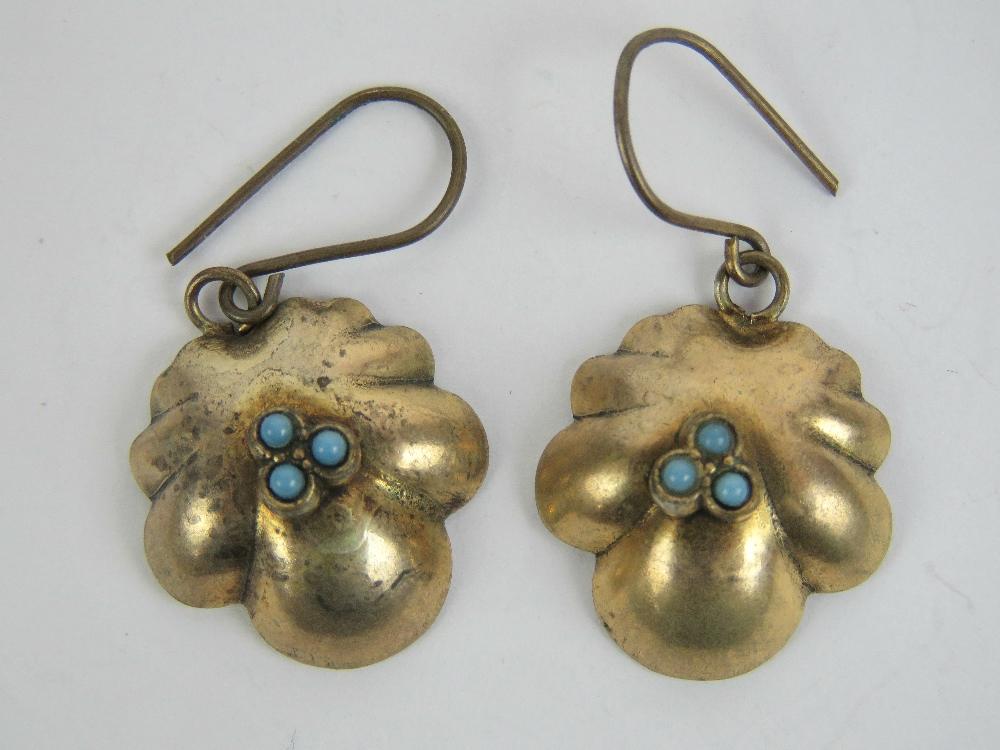 Lot 206 - A pair of vintage yellow metal and turqu