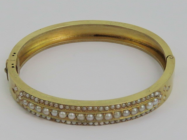 Lot 131 - An Edwardian yellow metal and seed pearl