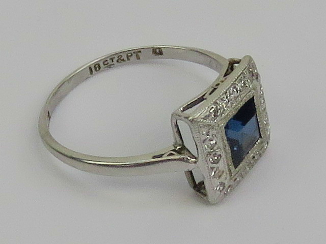 Lot 125 - An Art Deco platinum and 18ct white gold