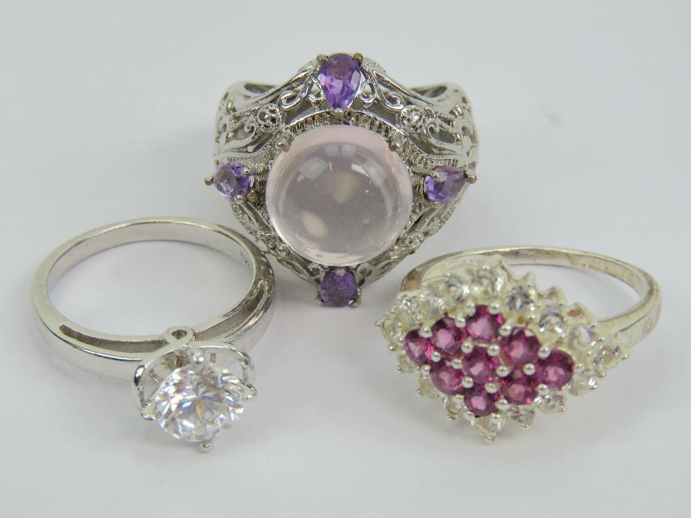 Lot 127 - A 925 silver ring having pierced scrolli