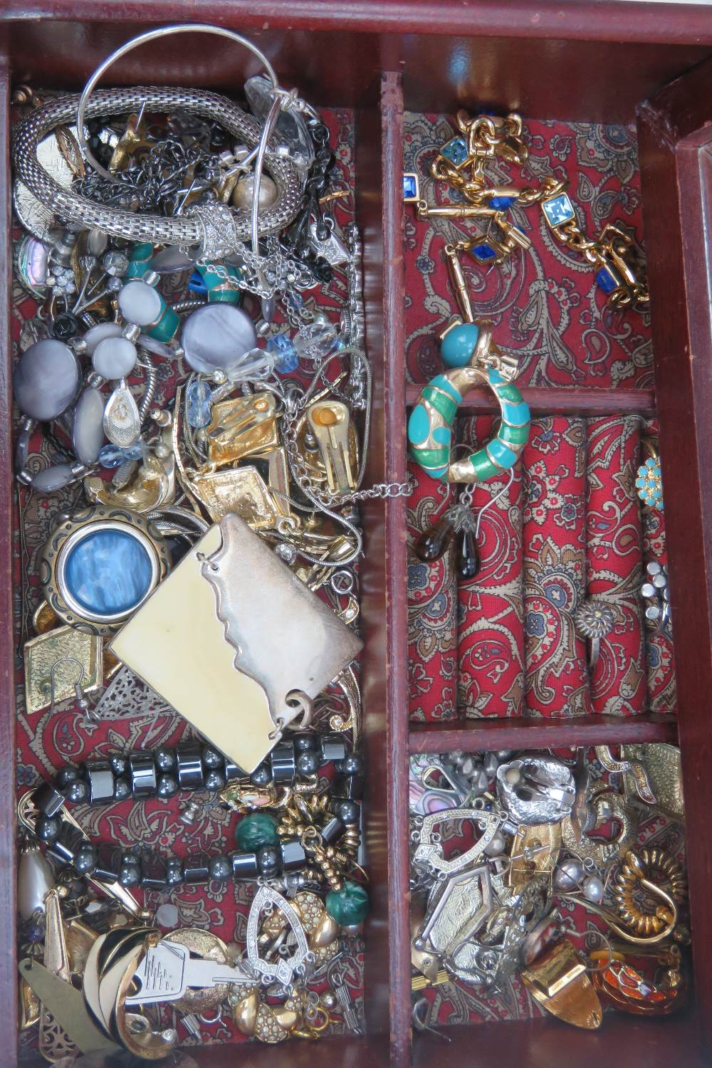 Lot 130 - A quantity of assorted costume jewellery including a Swarovski bracelet and earrings set having