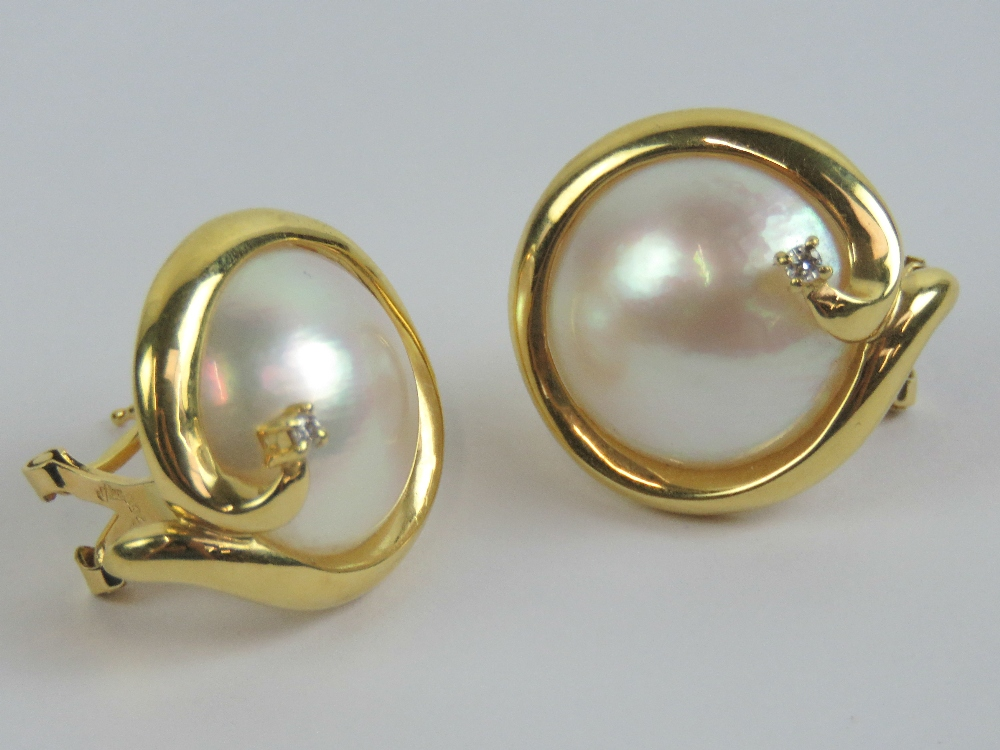 Lot 207 - A pair of 18ct gold mabé pearl earrings
