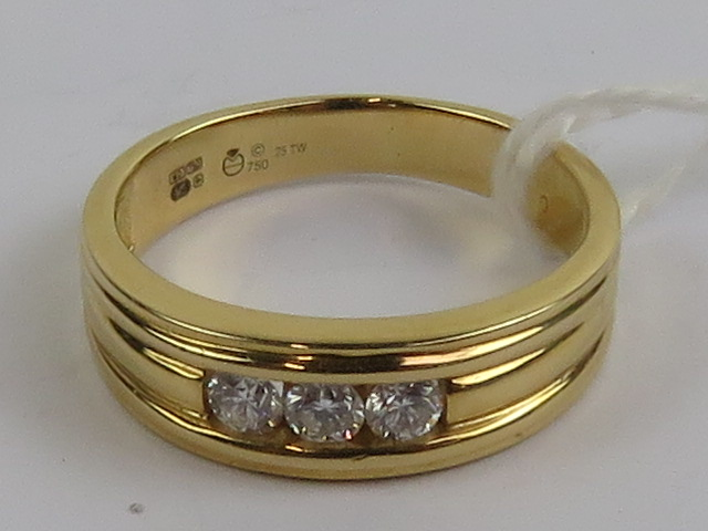 Lot 153 - An 18ct gold and diamond ring, the three