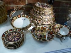 SIX PLACE SETTINGS OF CROWN DERBY 1128 PATTERN IMARI PALETTE WARES COMPRISING MEAT, FRUIT AND SIDE