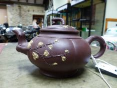 A TWO TONE YIXING TEA POT, INTERNAL STRAINER AND COVER, THE LIVER RED MELON SHAPE WITH RUSTIC