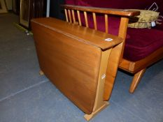 AN ERCOL STYLE SMALL ELM SUTHERLAND TYPE TABLE. 101 x 68 x H.46cms. EXTENDED.