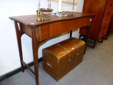 A MID CENTURY TEAK WRITING TABLE WITH A SINGLE FRIEZE DRAWER TOGETHER WITH A TEAK STOOL. TABLE,
