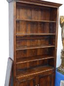 A BESPOKE OAK FLOOR STANDING BOOKCASE WITH LOWER CUPBOARD SECTION. W.120 x H.218cms.