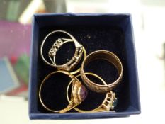 18ct AND PLAT DIAMOND RING, A 15ct GOLD AMETHYST AND SEED PEARL RING, A 9ct GOLD AND SILVER BAND,