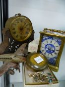 A VICTORIAN CARRIAGE CLOCK AND VARIOUS COLLECTABLES.