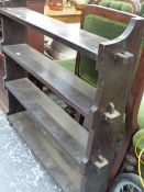 AN ARTS AND CRAFTS OAK SMALL BOOKCASE.
