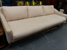 A GOOD QUALITY MODERN DESIGNER THREE SEAT SETTEE.