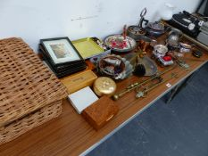 A QTY OF ANTIQUE AND LATER METALWARES,ETC.