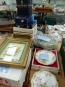 A QTY OF COLLECTOR'S PLATES AND OTHER CHINAWARES.