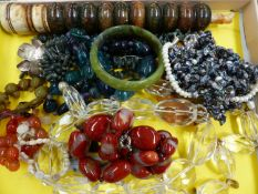 A QUANTITY OF VARIOUS HARD STONE BEADS, PEARLS, A BANGLE ETC.