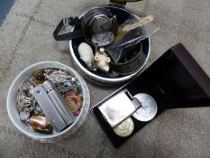 JEWELLERY AND COLLECTABLES TO INCLUDE A SILVER EVEREST LIGHTER, SILVER NAPKIN RING, A SILVER