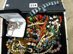 A QUANTITY OF JEWELLERY TO INCLUDE A SILVER CHARM BRACELET, WOVEN CHAIN AND ENAMEL PANEL NECKLACE
