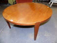 A MID CENTURY CIRCULAR LOW COFFEE TABLE ON THROUGH JOINTED LEGS. 90 x 42cms.