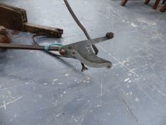 AN EARLY 20th.C.CLAY PIGEON TRAP WITH ATTACHED SWIVEL FOR POST MOUNTING TOGETHER WITH A RARE EARLY