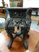 A CHINESE HARDWOOD URN STAND, THE BEAD EDGED PENTAGONAL TOP INSET WITH PINK MARBLE ROUNDEL, THE