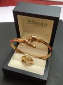 A 9ct GOLD DOUBLE HORSE HEAD CUFF BANGLE SET WITH SAPPHIRE EYES TOGETHER WITH A 18ct GOLD HORSE HEAD