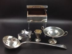 A VICTORIAN SILVER HALLMARKED LADLE DATED 1895 FOR GOLDSMITHS AND SILVERSMITHS CO, (WILLIAM GIBSON &