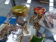 ASSORTED JEWELLERY TO INCLUDE GOLD, SILVER AND COSTUME, COINS ETC.