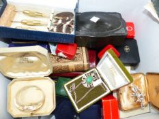 VINTAGE COLLECTABLES TO INCLUDE JEWELLERY, BOOKS, DARTS, SHAVING SET, LEATHER BAG ETC.