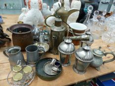 A QTY OF VINTAGE METALWARES.